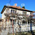 Двуетажна къща в с. Звъничево